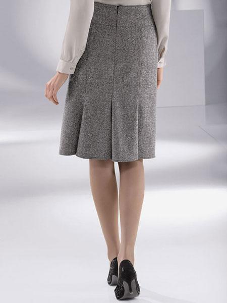 В Англии мода на юбки не пройдет.  ФОТО.