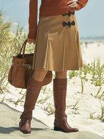...элегантная юбка.  Украшение - группа односторонних складок, а также...