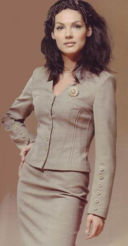Описание: костюмы женские деловые фото.